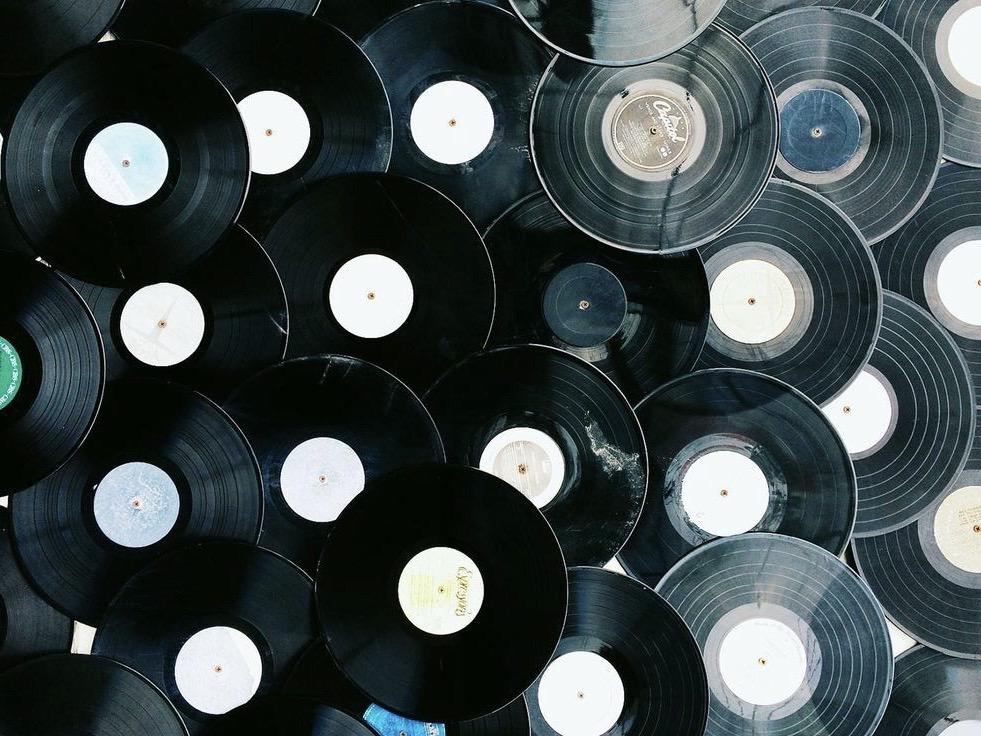Co se děje před tím, než dáte vinyl do gramofonu?